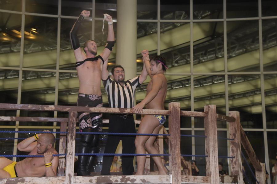 """DDT: """"Pool Wrestling 2019"""" Endo defiende su título en la alberca 10"""