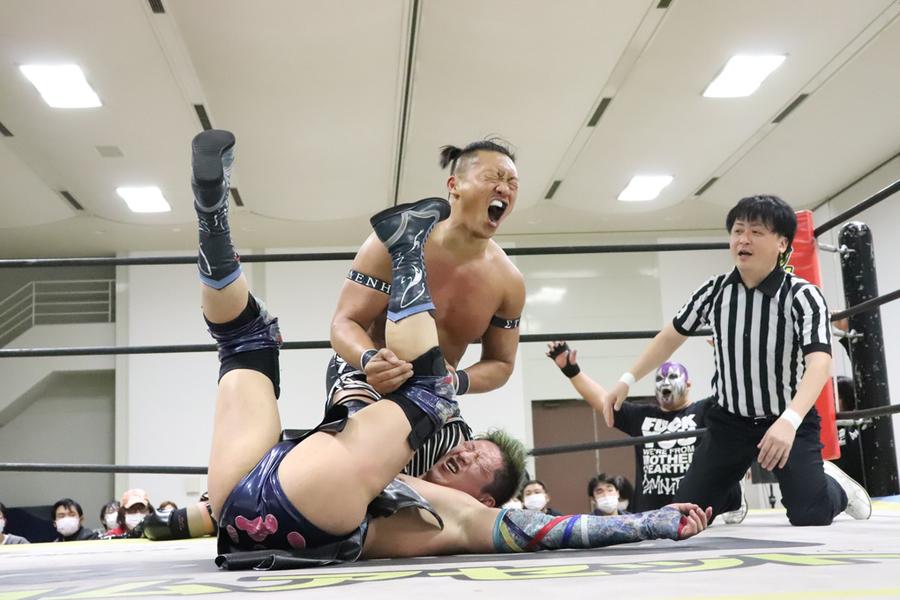 "DDT: ""Dramatic Hyakumangoku! 2020"" Business Alliance se coronan 3"