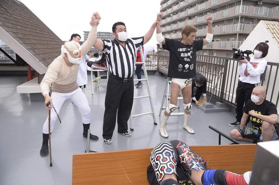 "DDT: ""Protect the Elderly from the New Coronavirus!"" Lucha en la clínica 8"