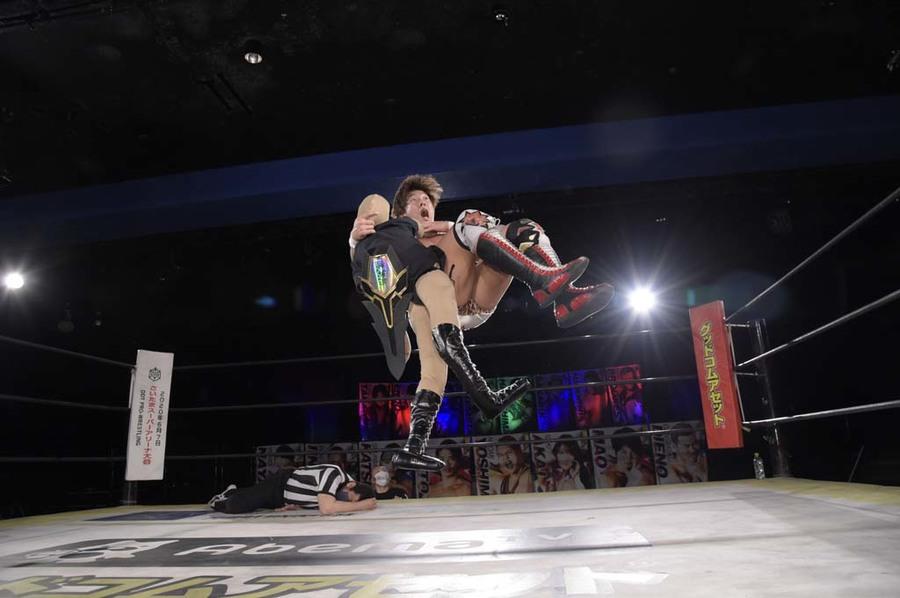 """DDT: """"DDT TV Show! #1"""" Kazusada Higuchi gana la espada 6"""