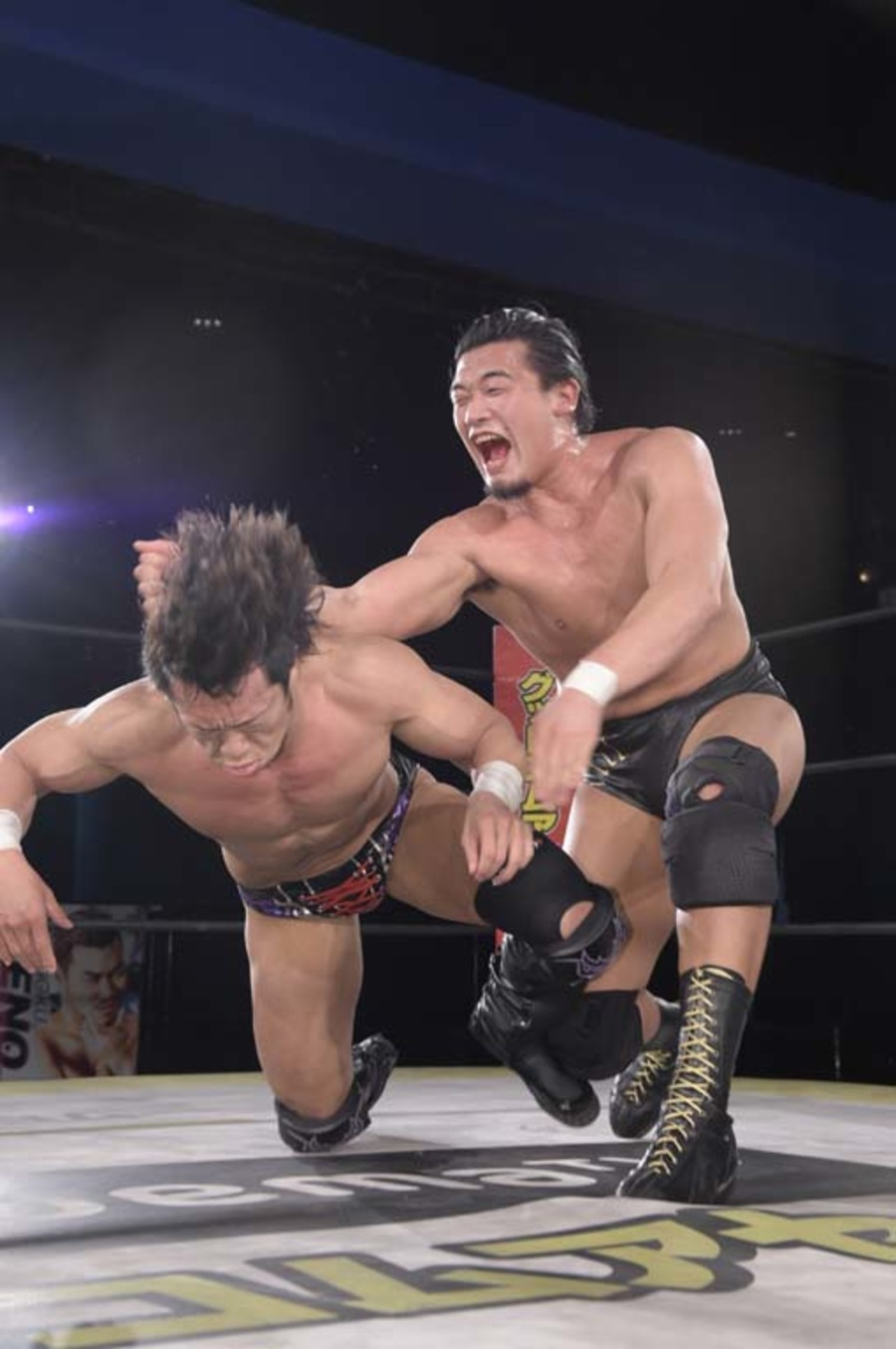 """DDT: """"DDT TV Show! #1"""" Kazusada Higuchi gana la espada 9"""