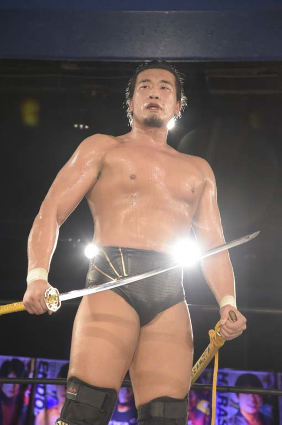 """DDT: """"DDT TV Show! #1"""" Kazusada Higuchi gana la espada 10"""