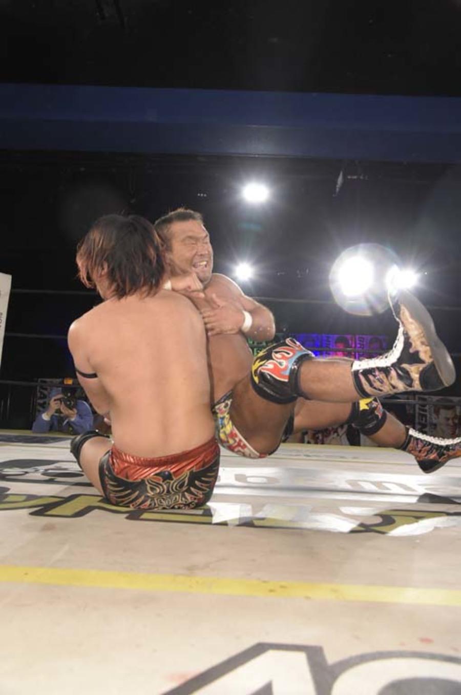 "DDT: ""DDT TV Show! #4"" Masato Tanaka se afianza a su cinturón 7"