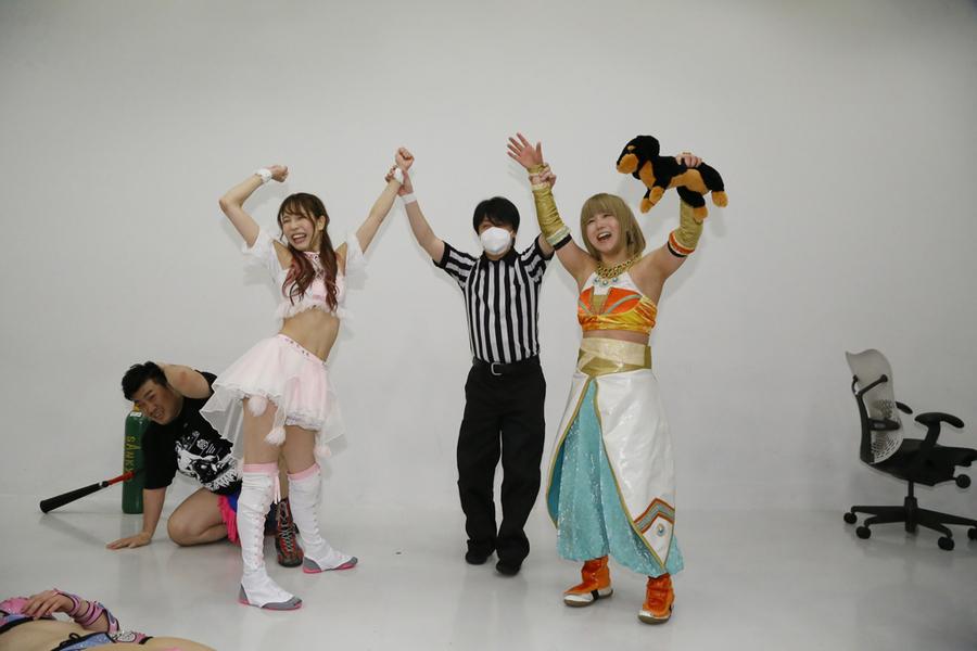 "DDT: ""Money in The Bag"" Aparece Atsushi Onita 5"