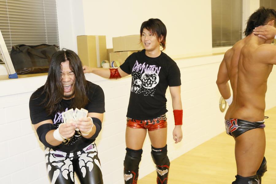 "DDT: ""Money in The Bag"" Aparece Atsushi Onita 7"